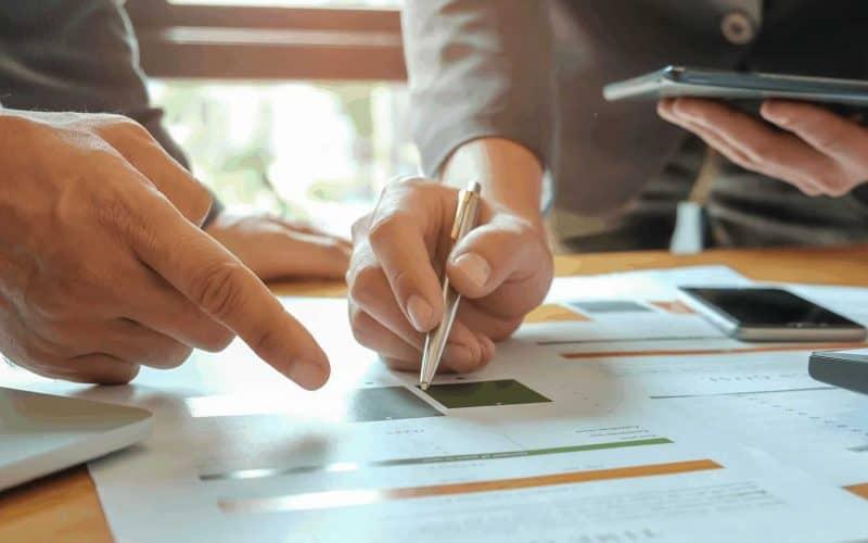 Talk Fintech e Investimentos: Como analisar investimentos: Análise Técnica vs. Análise Fundamentalista
