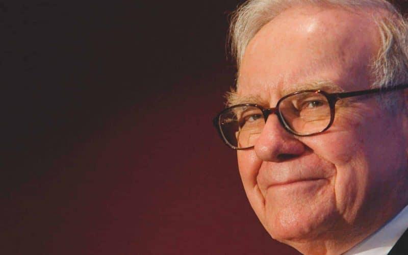 Empresa de Warren Buffett está segurando US$ 128 bi de dinheiro em caixa