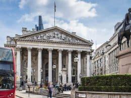 Bagehot, os bancos centrais e a intromissão estatal na distribuição de lucros