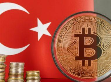 Turquia proíbe pagamentos com Bitcoin, criptomoeda despenca!