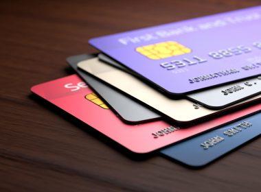 Juros do cartão de crédito aceleram e chegam ao maior nível em 4 anos