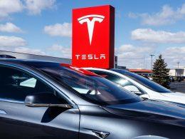Tesla registra lucro recorde de US$ 438 milhões, com alta de 74% na receita