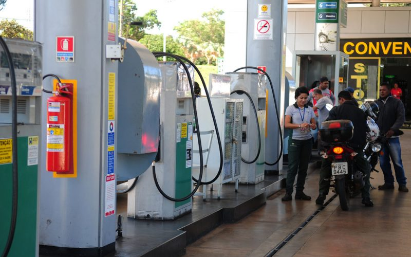 Petrobras anuncia queda no preço de gasolina e diesel