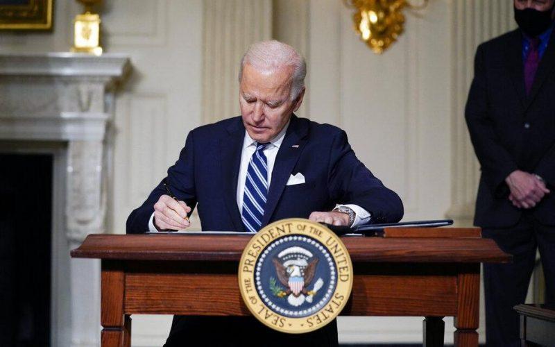 Biden proíbe investimento em 59 empresas da defesa da China