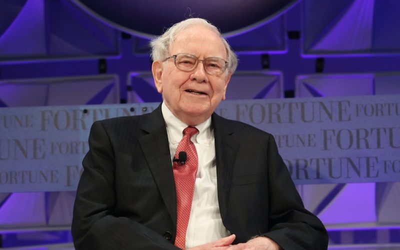 Nubank alcança US $30 bilhões após investimento liderado por Warren Buffett