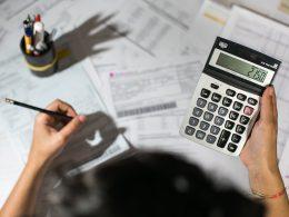 Apesar de menor inadimplência, dívidas crescem em setembro