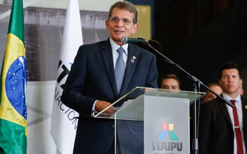 Presidente da Petrobras diz que não há mudança na política de preço